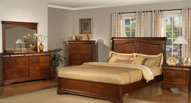 Mahogany Wood Bedroom Set Includes King Bed, Two Nightstands, Dresser,  Landscape Mirror And Chest Of Drawers. Like New, Can Help With Delivery.