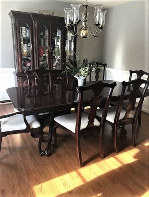 All Kincaid Mahogany, 2 Pedestals And Leaves, 8 Chairs And Two Piece  Lighted China Cabinet, Ex Home Staging, Perfect Condition, No Flaws, Will  Deliver As ...
