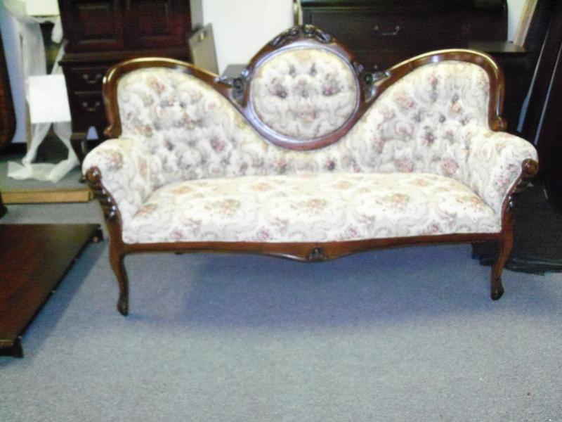 antique queen anne sofa home the honoroak. Black Bedroom Furniture Sets. Home Design Ideas